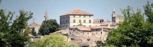 Barjac (30) : Village de caractère depuis 2013 ; entre trésors et pierres dorées au soleil…