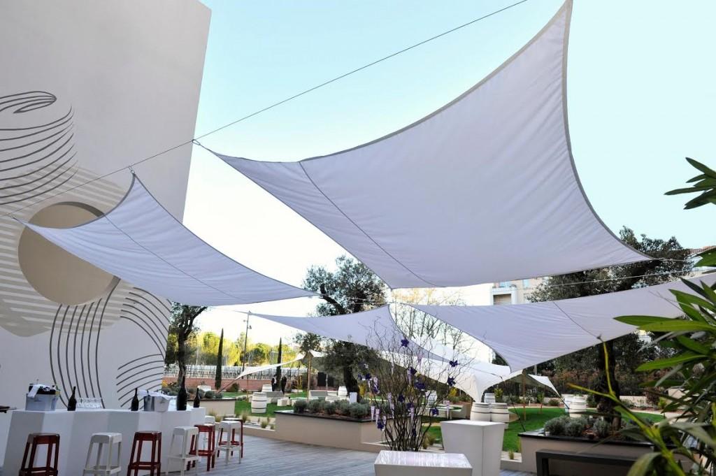 Aix-en-Provence : Le Jardin Ephémère de l'Hôtel Renaissance : un espace lounge, une terrasse, un écrin de verdure…
