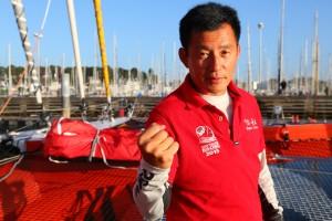 Guo Chuan fait naviguer son voilier «Qingdao Chine» vers les eaux de l'océan Arctique…