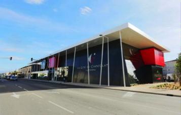 La Cité du Chocolat Valrhona s'agrandit et dévoile des nouveaux espaces consacrés au savoir-faire des artisans du chocolat…